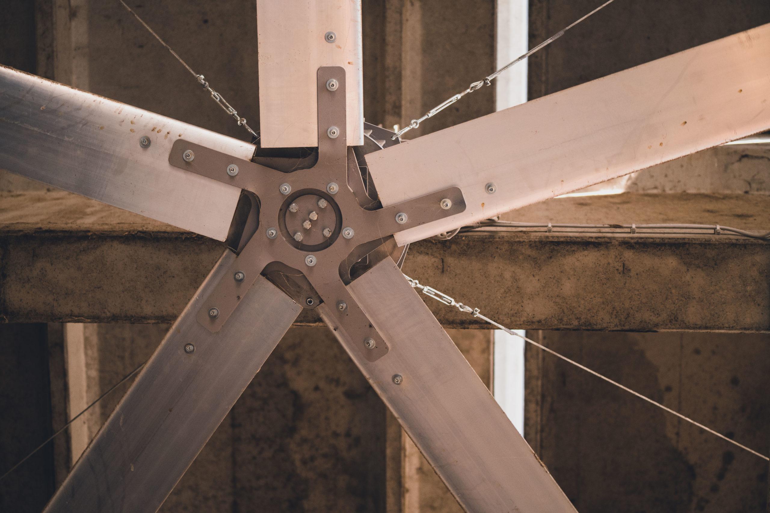 Optimvent® - Los mejores Ventiladores Industriales HVLS de techo - Ventiladores HVLS Optimvent - OptimVent HVLS Ventus 70 scaled - Optimvent® - Los mejores Ventiladores Industriales HVLS de techo