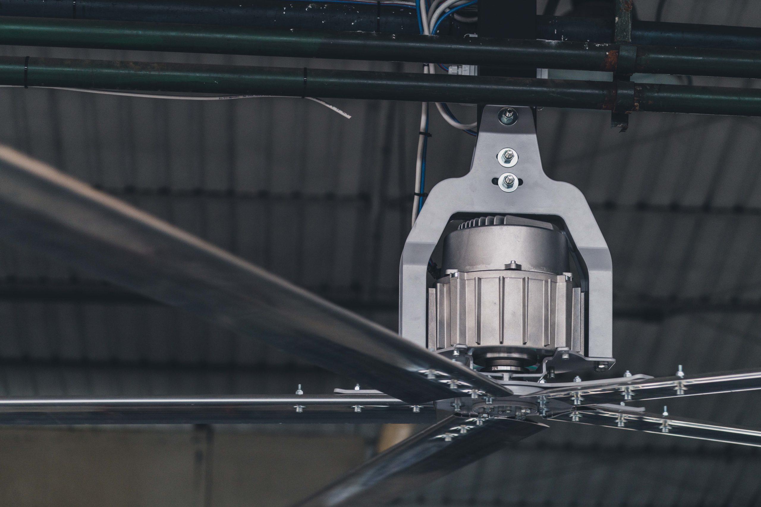 Optimvent® - Los mejores Ventiladores Industriales HVLS de techo - Ventiladores HVLS Optimvent - Ventilator industrial de tavan scaled - Optimvent® - Los mejores Ventiladores Industriales HVLS de techo